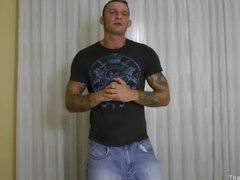 Tattoed muscle stud Ricky Sinz jerks it