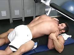 Hunks fuck at the gym.