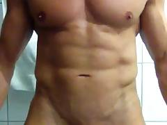 Muscled stud gets off...on himself