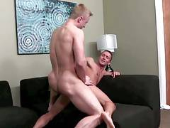 Sexy blond giant barebacks little brunet guy