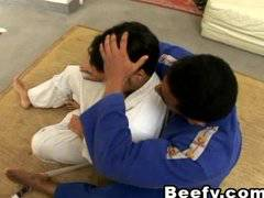 Muscle Hunks Trainor get Fucked at Karate se