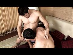 2 young muscle dudes fuck