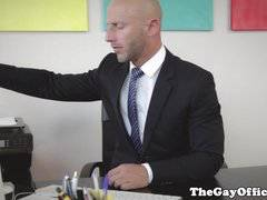 Muscular gaysex boss fucking his employee