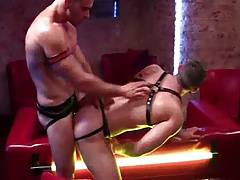Hot 2 mann leather in redroom