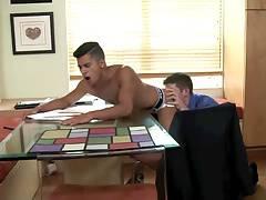 Seducing his big busy boyfriend