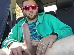 Str8 pink men play in the car