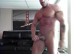 POSING NAKED(str8 Bodybuilder)