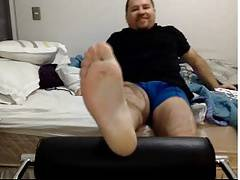 straight guys feet - straight bear feet