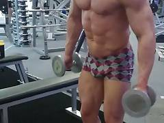 Str8 bodybuilder working out