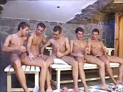5 Jungs wichsen und spritzen gemeinsam