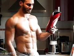 Twist a frying pan easily