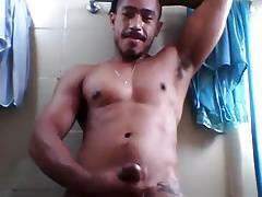 Moreno sensual mostra a ferramenta