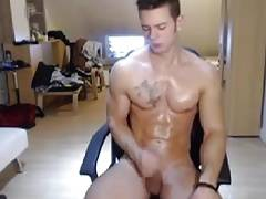 HOT HUNK HAS A CAMSHOW