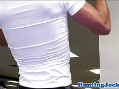 Fitness hunk cumcovered after anal pounding