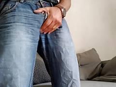 Dans son jean
