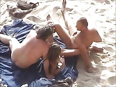 сестры трахают брата на пляже
