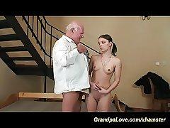 внучки лишились девственности с дедушкой