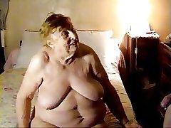 толстая бабушка сосет хуй внука