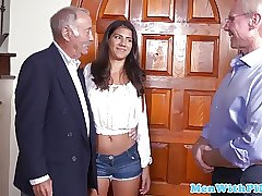 внучка подарила себя дедушке на др