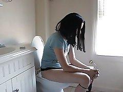 моя мать в туалете
