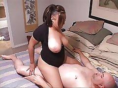 инцест в попку с большегрудой мамкой