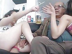 две пьяные внучки трахнули деда