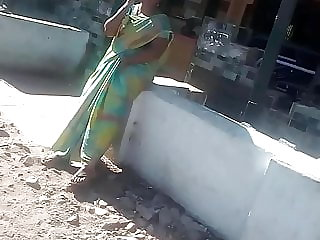 SATIN SILK SAREE DESI AUNTY Finger-tickling HER Vag IN PUBLIC