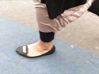 Shoe Fetish - Foot Following Plus-size Muslima