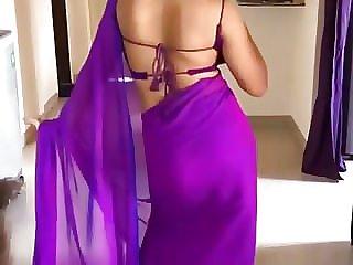 Notorious bhabhi Harshita tempting dance in Saree- Woow