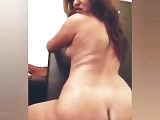 Desi Lady Fingering Selfie