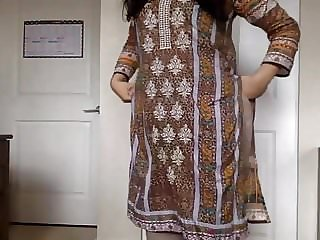 desi nymph Unclothing her Salwar Kameez to Bare and Taunting us