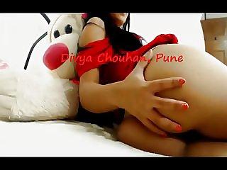 Desi Tramp Divya slapping her arse