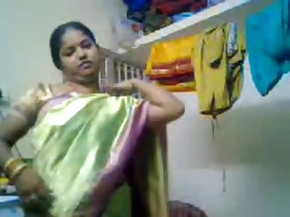 Tamil gal stripping to disclose her titty