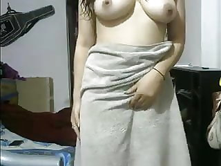 Indian Girlfriend After Douche Flashing Herself Naked On Cam