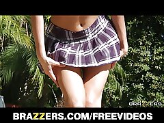 Stunning redhead schoolgirl Riley Reid laurns how to squirt
