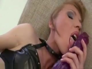 Vanda Brutally Gapes Her Asshole With Massive Dildos