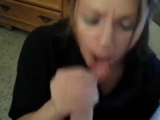 Gorgeous MILF sucks and jerks off her lover