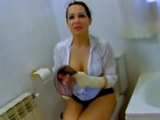 Une femme de menage ce fait surprendre par son parton pendent sa pause. Il va lui faire decouvrir les gorges profondes anal et fist.... Elle qui ce dis tres tres prude....